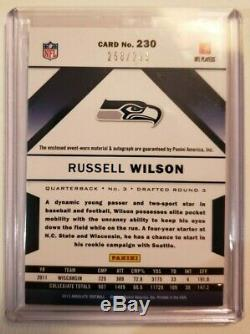 Russell Wilson 2012 Absolute Rookie Premiere Materials On-card Auto / 299 Rps